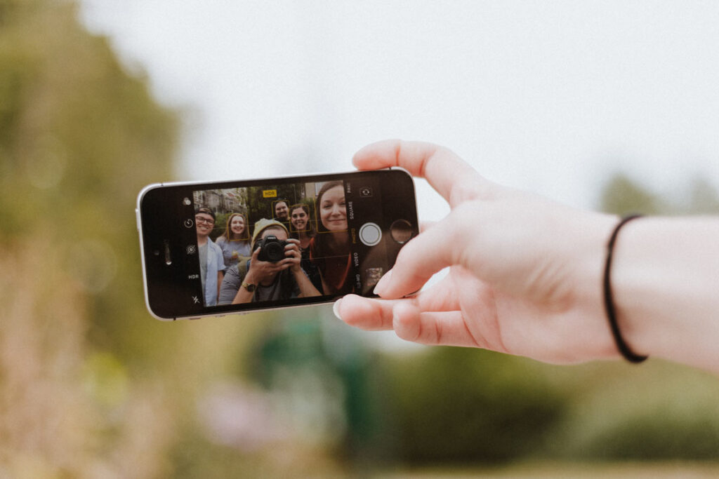 A group take a selfie pcitrue with their camera