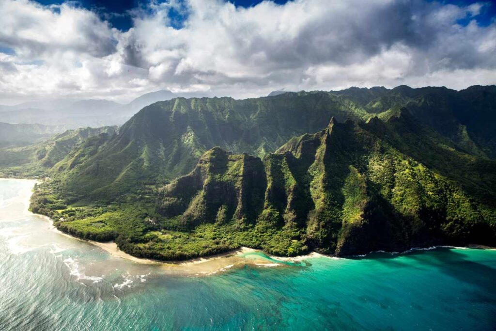 The fantastic scenery of Kauai valleys and turquoise waters